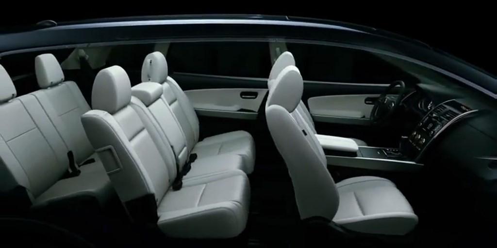Khoang hành khách của Mazda CX-9 model 2013 với 7 chỗ ngồi. Nguồn :ingramparkmazda.com