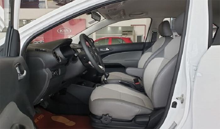 Nội thất bên trong xe Kia Soluto 2020