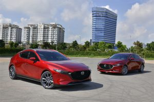 """So sánh Mazda 3 Deluxe và Luxury: phiên bản nào """"xịn"""" hơn?"""